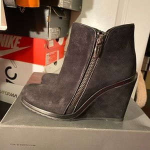 Vince camuto size 9 black wedge